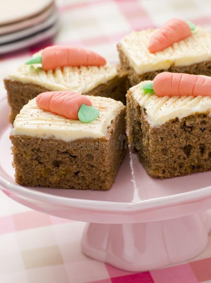 Cuadrados de la torta de zanahoria imágenes de archivo libres de regalías