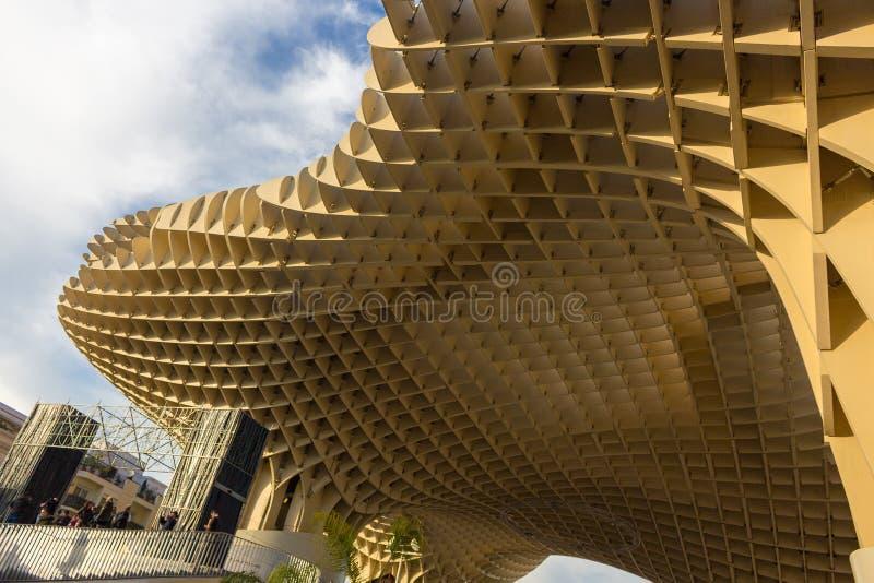 Cuadrados de madera en una estructura de madera gigante fotografía de archivo