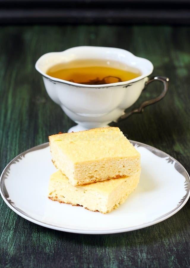 Cuadrados de pasteles de queso imagenes de archivo