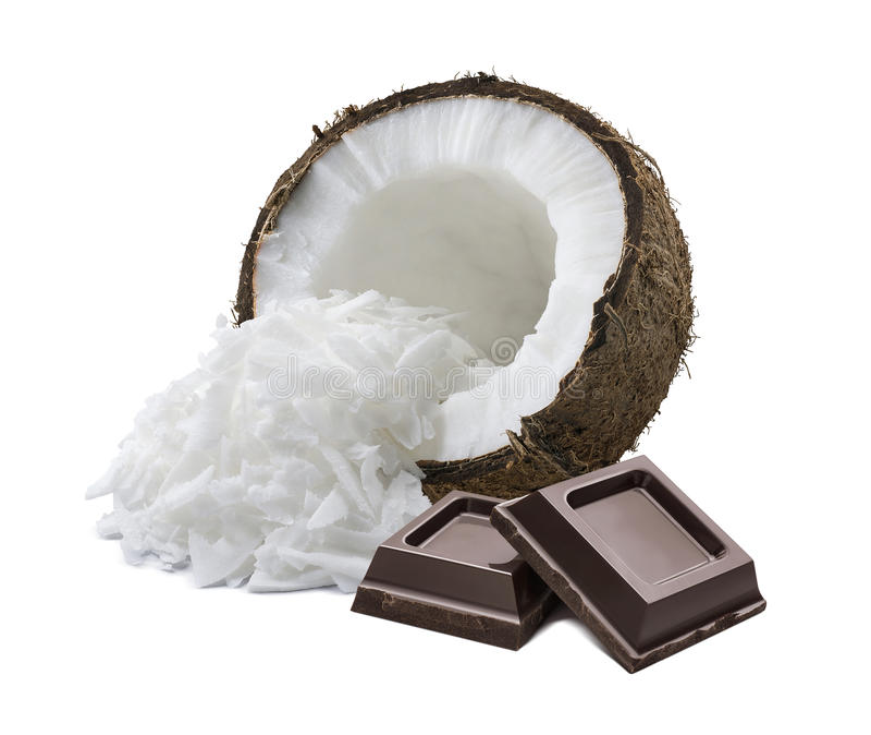 Cuadrados destrozados coco del chocolate aislados en el fondo blanco imágenes de archivo libres de regalías