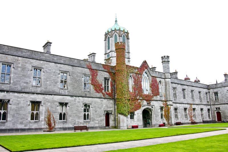 Cuadrilátero histórico icónico en NUI Galway, Irlanda imagen de archivo libre de regalías