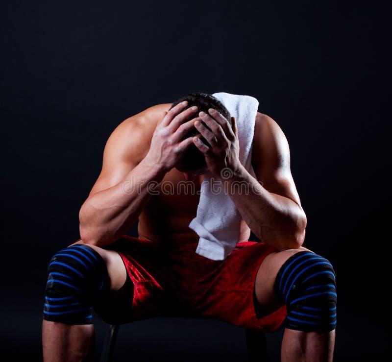 Cuadro del hombre atlético cansado foto de archivo