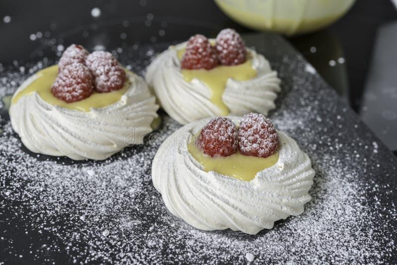 Cuajada de limón del merengue imagenes de archivo