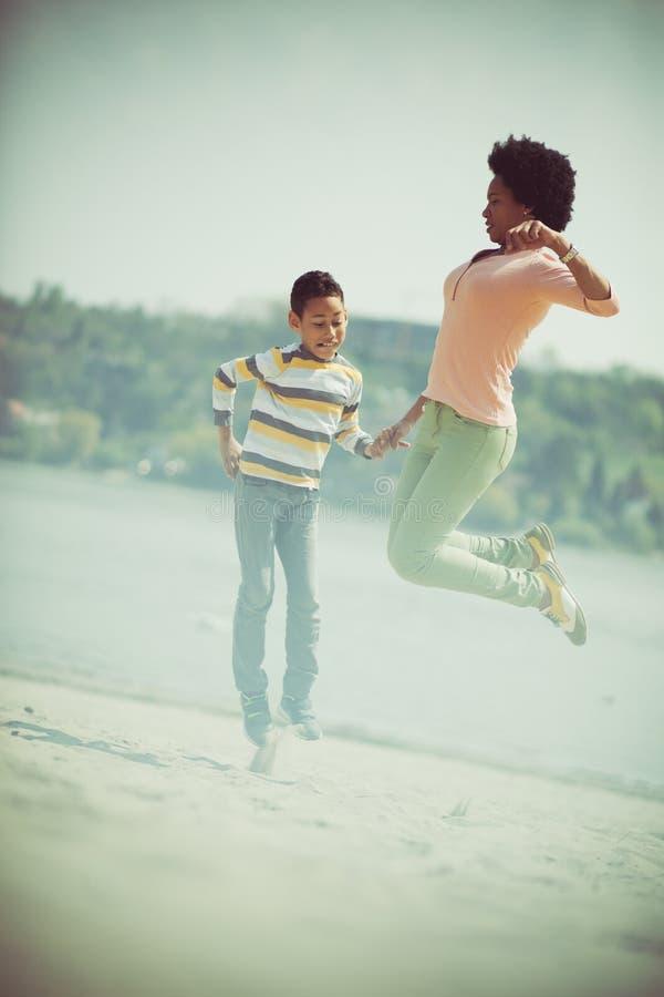 Cuando usted es feliz, alto del salto fotos de archivo libres de regalías