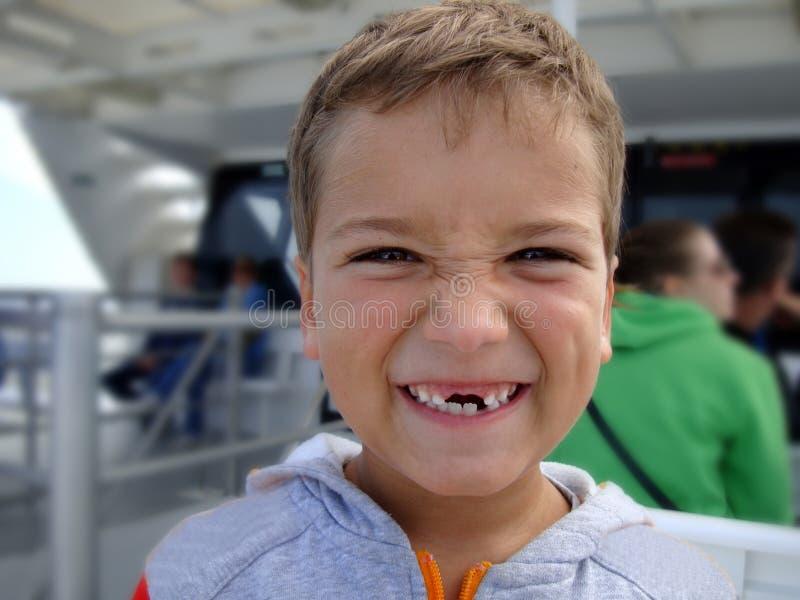 Cuando usted que suelta sus dientes foto de archivo