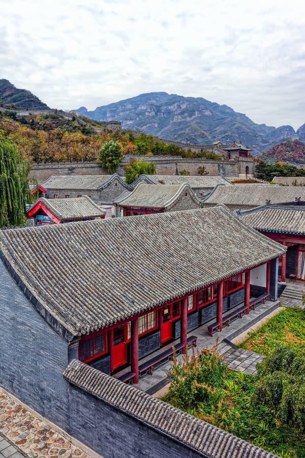 Cuarteles de los militares y la Gran Muralla de China imagen de archivo