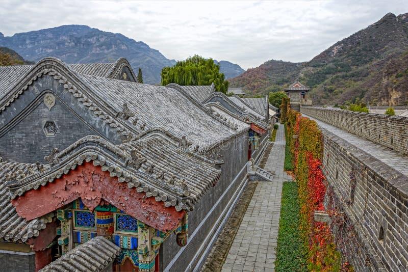 Cuarteles de los militares y la Gran Muralla de China fotografía de archivo libre de regalías
