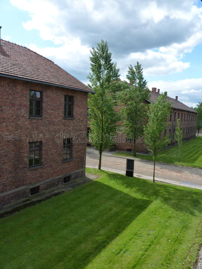 Cuarteles del ladrillo en el campo de concentración anterior fotos de archivo