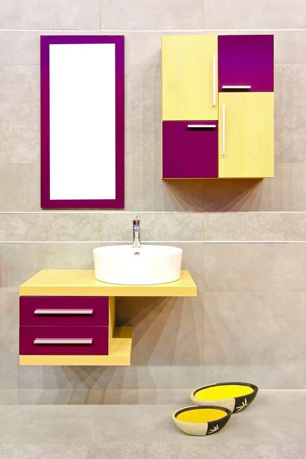 Cuarto de baño colorido imagen de archivo