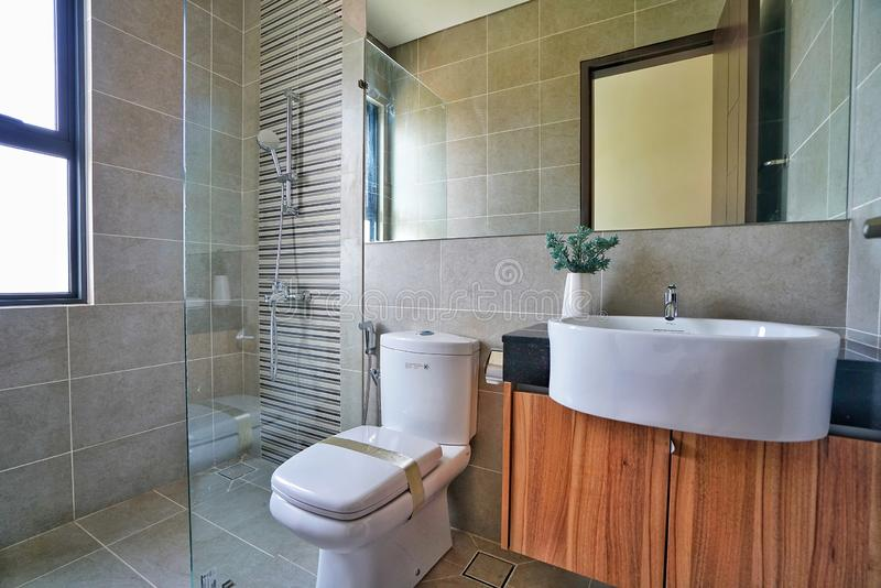 Cuarto de baño conectado para los hogares fotos de archivo libres de regalías