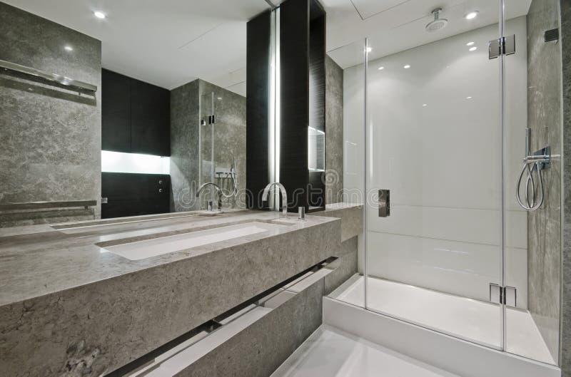 cuarto de baño de la En-habitación fotos de archivo libres de regalías