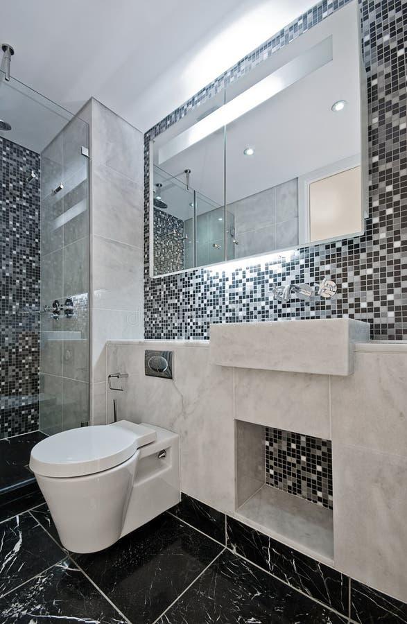 Cuarto de baño de lujo de la habitación fotografía de archivo