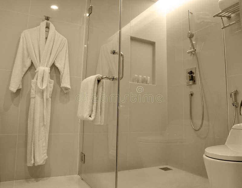 Cuarto de baño de lujo moderno fotografía de archivo