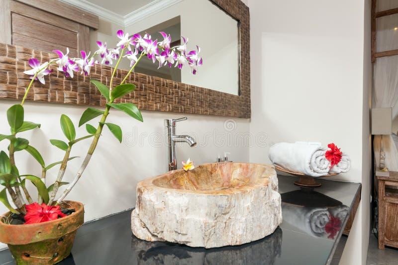 Cuarto de baño de lujo y limpio fotos de archivo libres de regalías