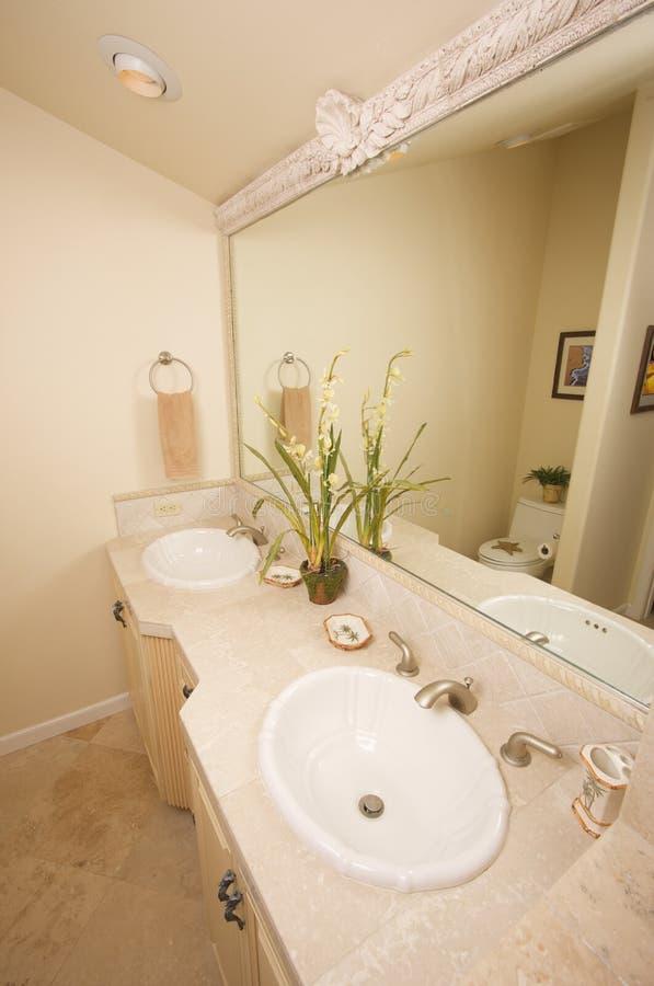 Cuarto de baño de mármol exótico foto de archivo