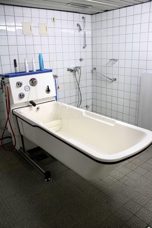 Cuarto de baño del hospital fotografía de archivo libre de regalías