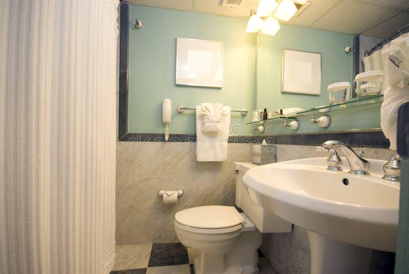 Cuarto de baño del hotel de lujo imagenes de archivo