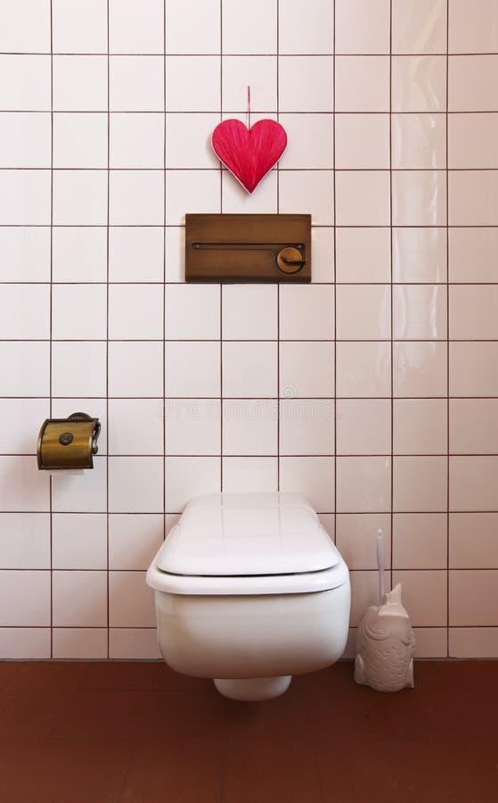 Cuarto de baño encantador en el estilo clásico imagenes de archivo