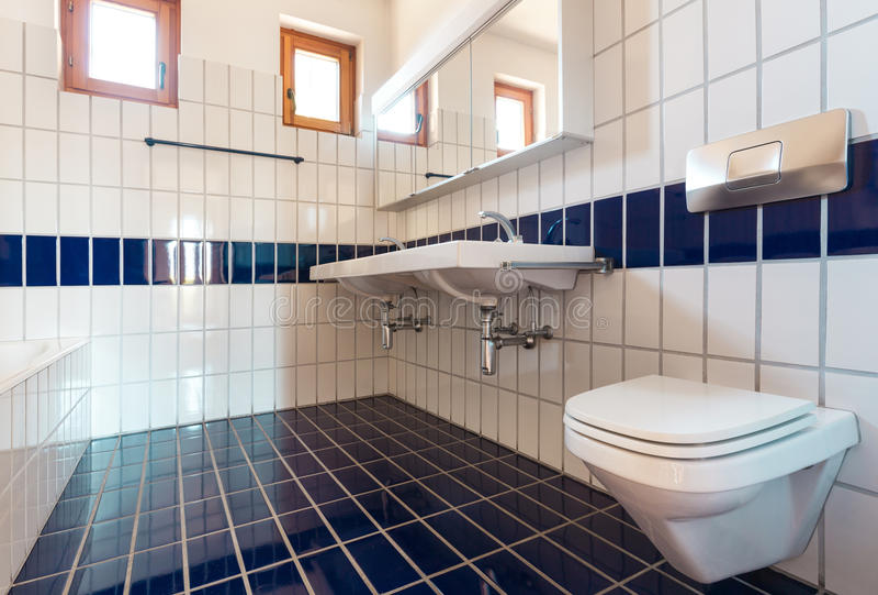 Cuarto de baño interior, agradable fotografía de archivo