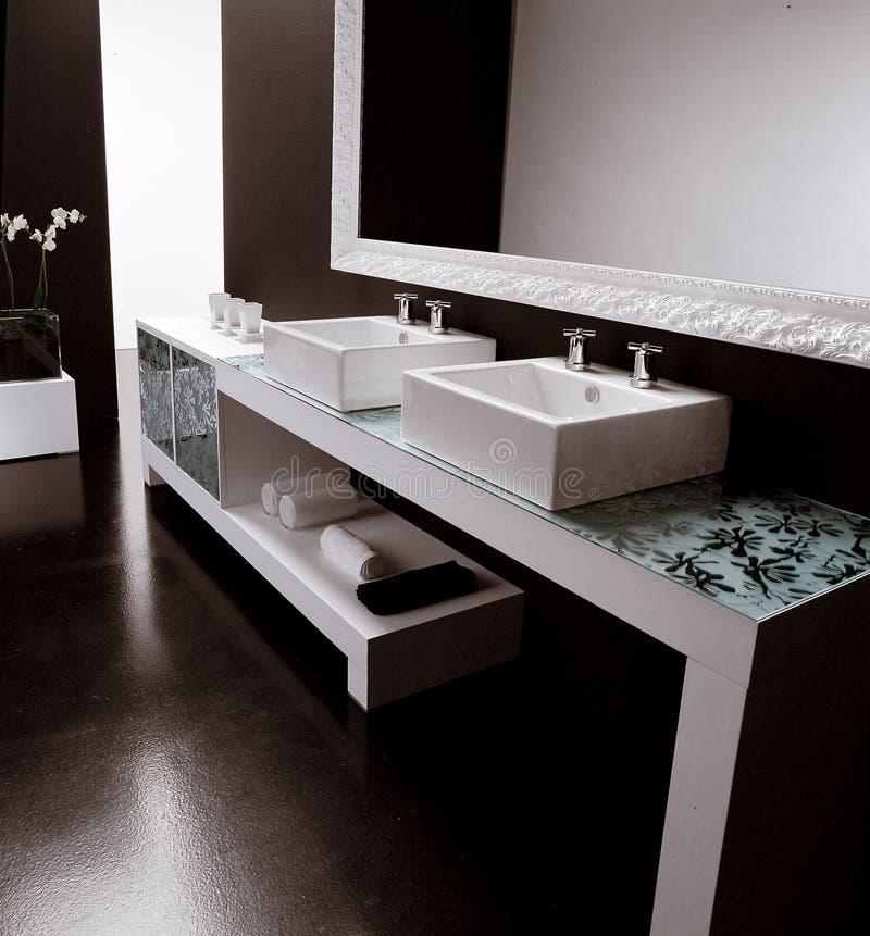 Cuarto de baño lujoso moderno imágenes de archivo libres de regalías