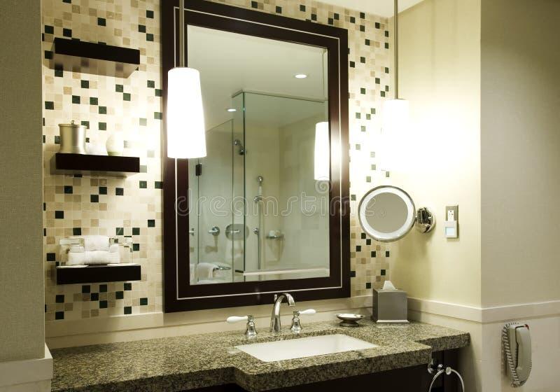 Cuarto de baño moderno imagenes de archivo