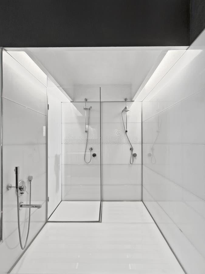 Cuarto De Baño Moderno Blanco Foto de archivo - Imagen de ...