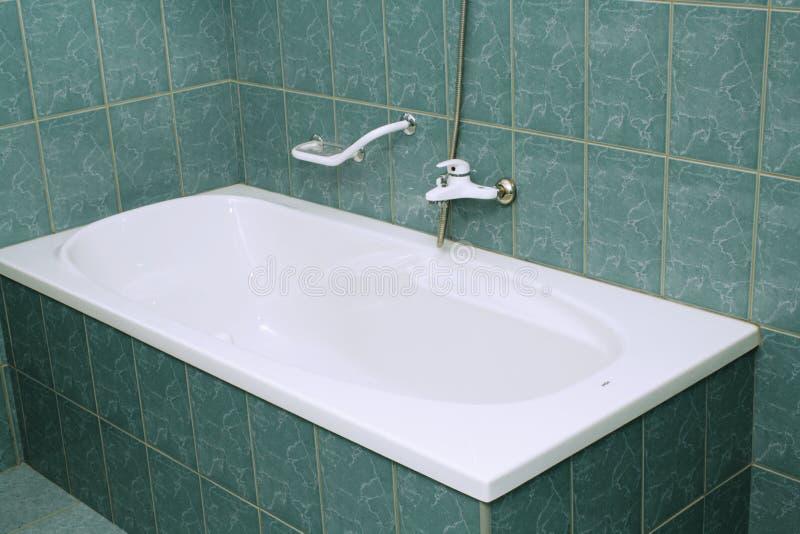 Cuarto de baño moderno con la tina fotos de archivo libres de regalías