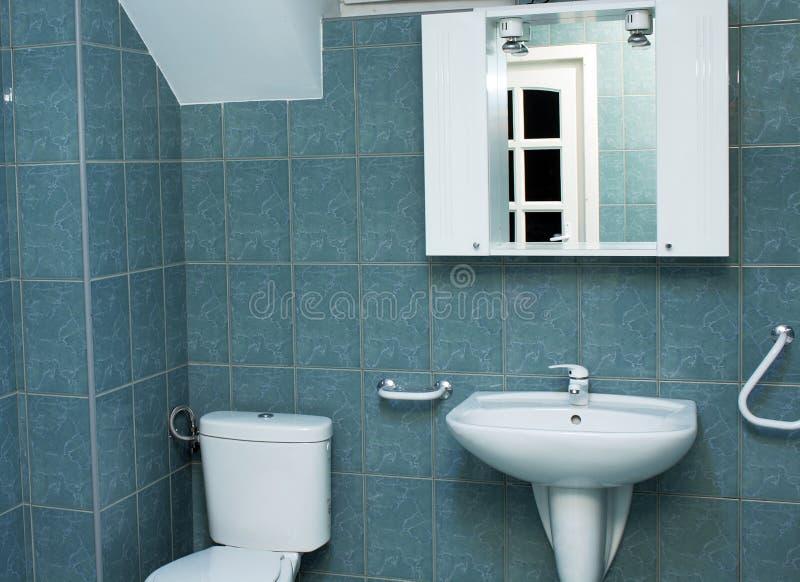Cuarto de ba o moderno con los azulejos verdes foto de archivo imagen 5865770 - Azulejos de cuarto de bano modernos ...