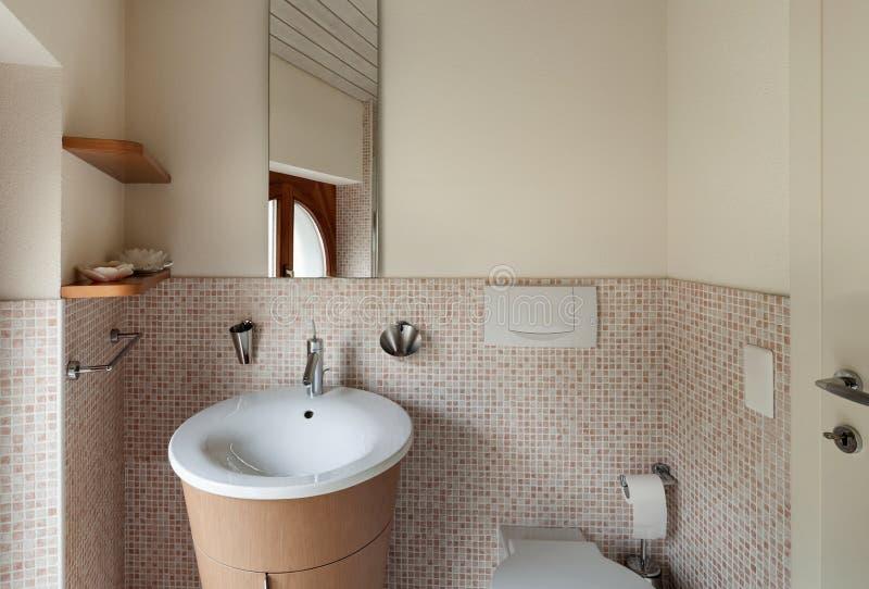 Cuarto de baño nacional imagen de archivo
