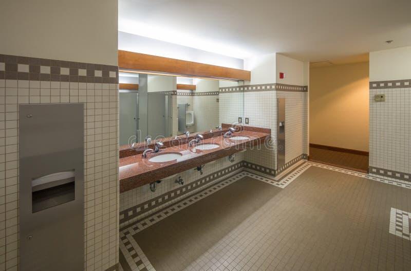 Cuarto de baño público imágenes de archivo libres de regalías