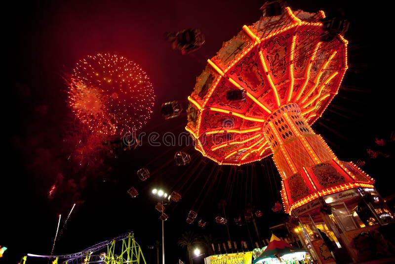 Cuarto de los fuegos artificiales y del carnaval de julio imagenes de archivo