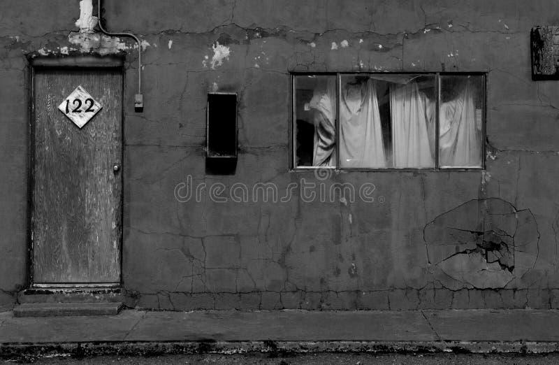Cuarto de motel decrépito exterior en New México fotografía de archivo