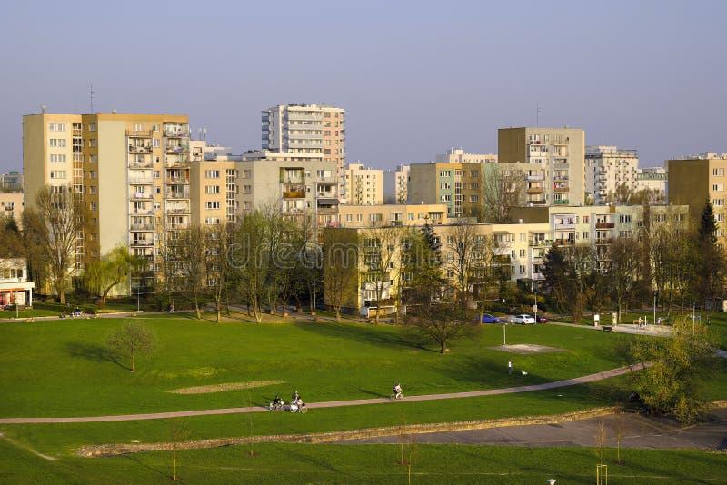 Cuarto de Varsovia, Polonia - de Ursynow - distrito residencial en el sur foto de archivo libre de regalías
