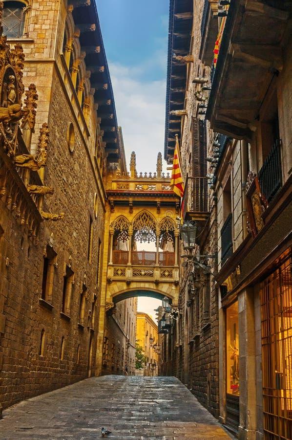 Cuarto gótico de Barri en Barcelona, España fotos de archivo