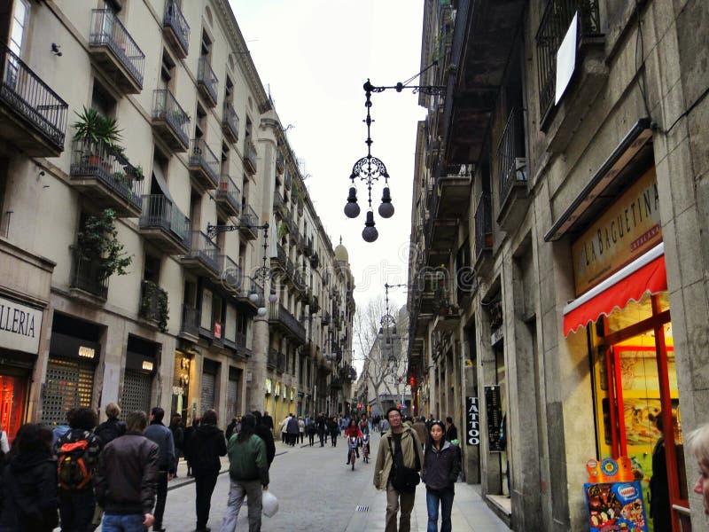 Cuarto gótico en la ciudad vieja de Barcelona imagen de archivo libre de regalías