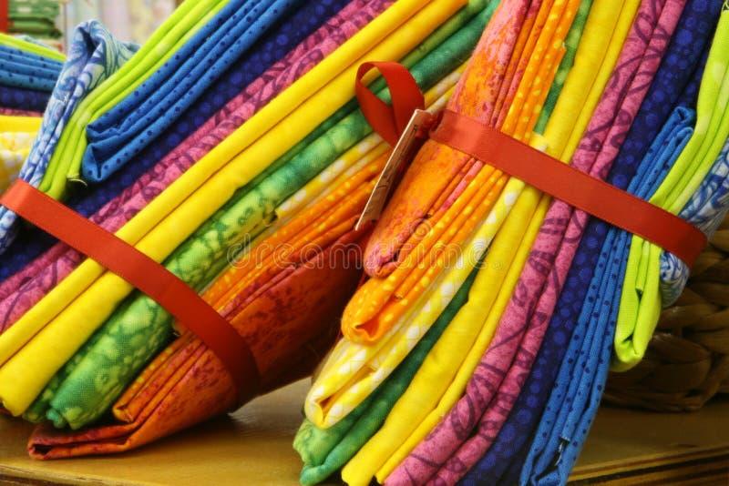 Cuartos gordos coloridos del edredón imagenes de archivo