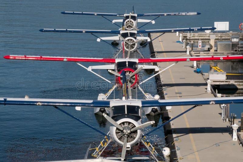 Cuatro aviones del foat del fFour se consideran en la formación simétrica en su muelle en el puerto imagen de archivo libre de regalías