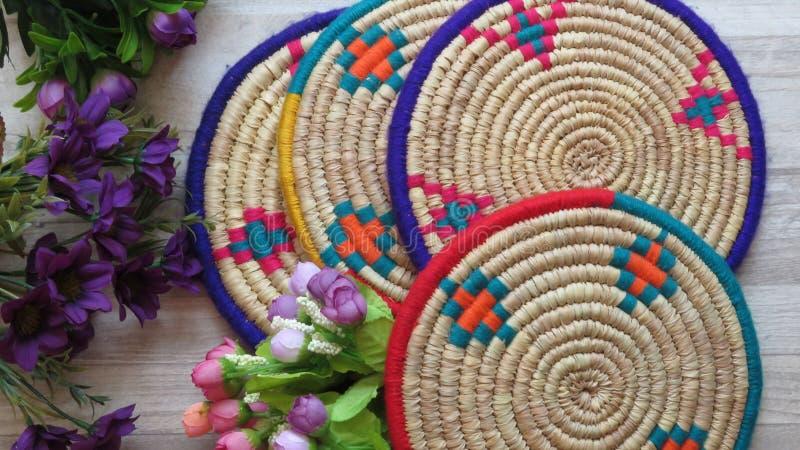 Cuatro bambúes tejidos hechos a mano hermosos/Cane Trays fotos de archivo