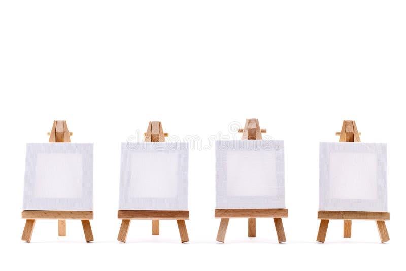Cuatro lonas en blanco en las bases imágenes de archivo libres de regalías
