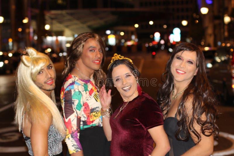 Cuatro mujeres magníficas del transexual al aire libre imágenes de archivo libres de regalías