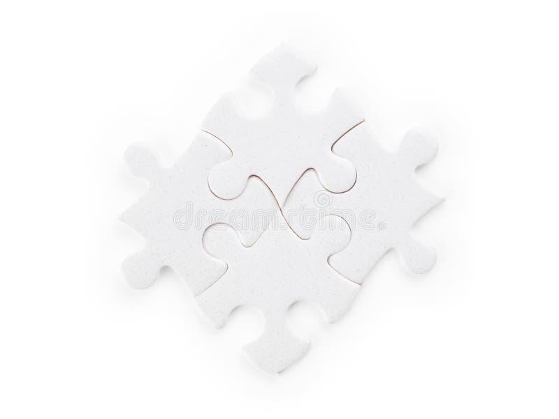 Cuatro pedazos blancos del rompecabezas aislados con la trayectoria de recortes imagenes de archivo