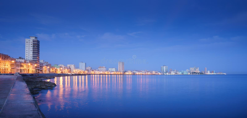 Cuba, Caraïbische Zee, La-habana, Havana, horizon bij nacht royalty-vrije stock foto