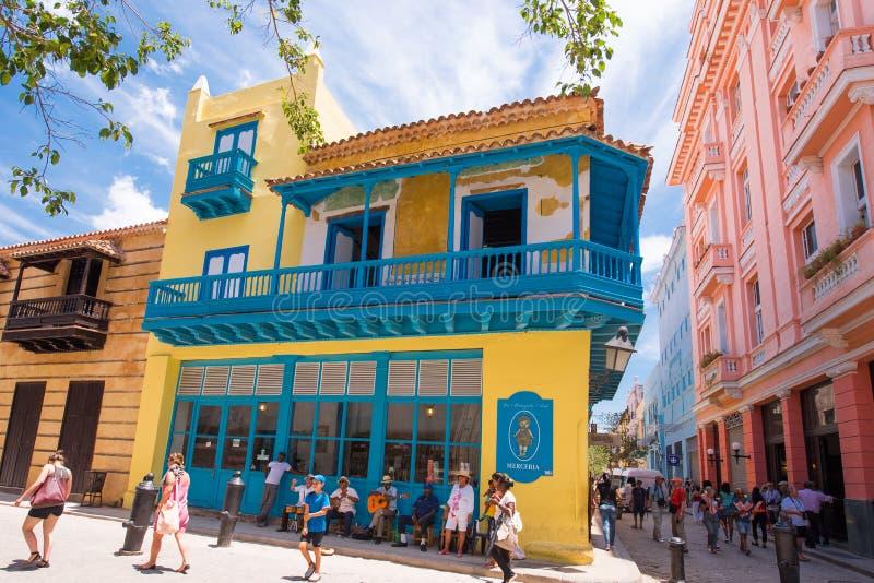 CUBA, HAVANA - MEI 5, 2017: Mening van het oude stadsgebouw Exemplaarruimte voor tekst royalty-vrije stock foto