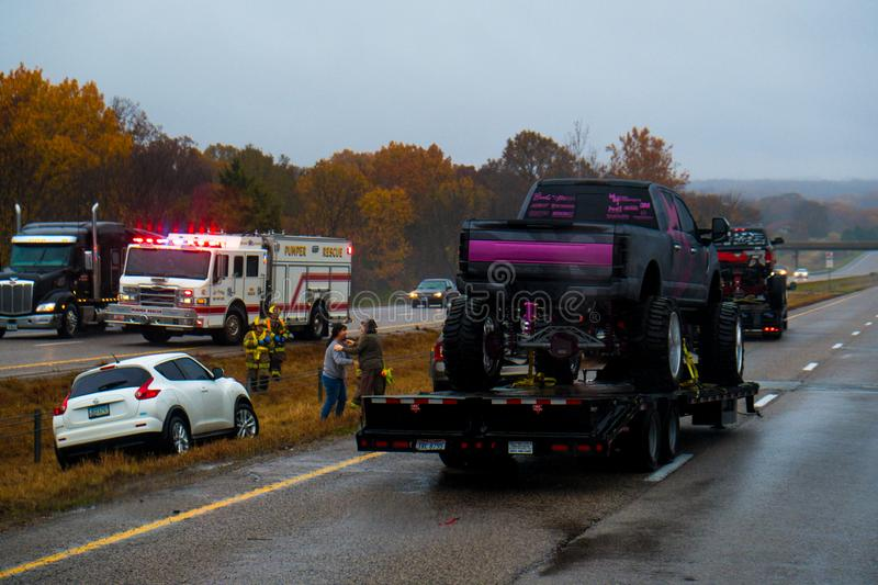 CUBA, MISSOURI - NOVEMBER 5, 2018 - Traffic accident on interstate 44 on a rainy day with police and fire department on site. Picture taken thru windshield stock photography