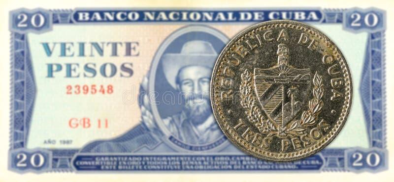 3 Cubaans pesomuntstuk tegen 20 Cubaans pesobankbiljet royalty-vrije stock fotografie