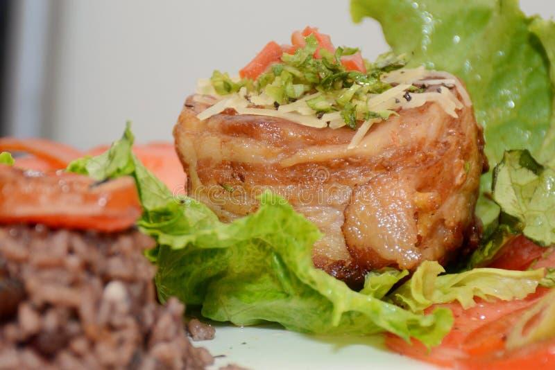 Cubaans Voedsel met Brillants-Kleuren stock afbeelding