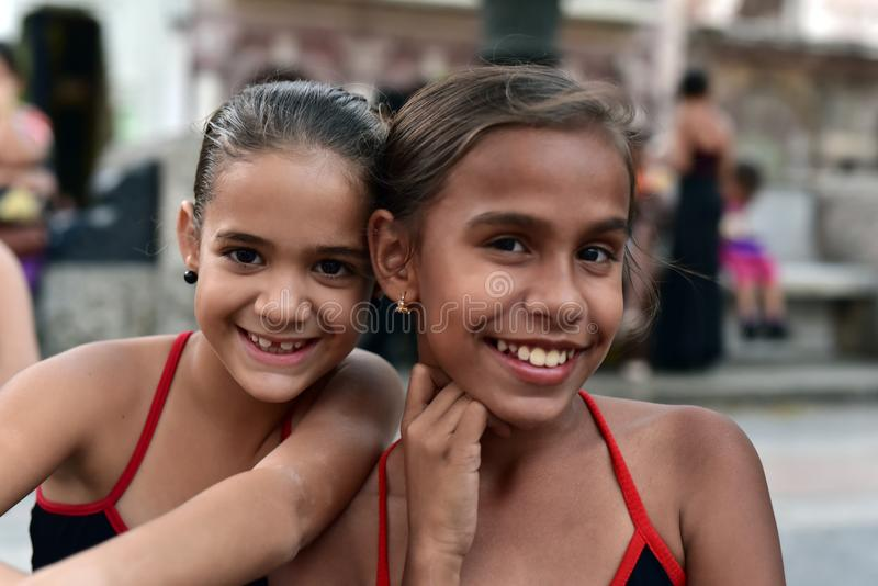 Cubaanse meisjes met flamencokleding royalty-vrije stock foto