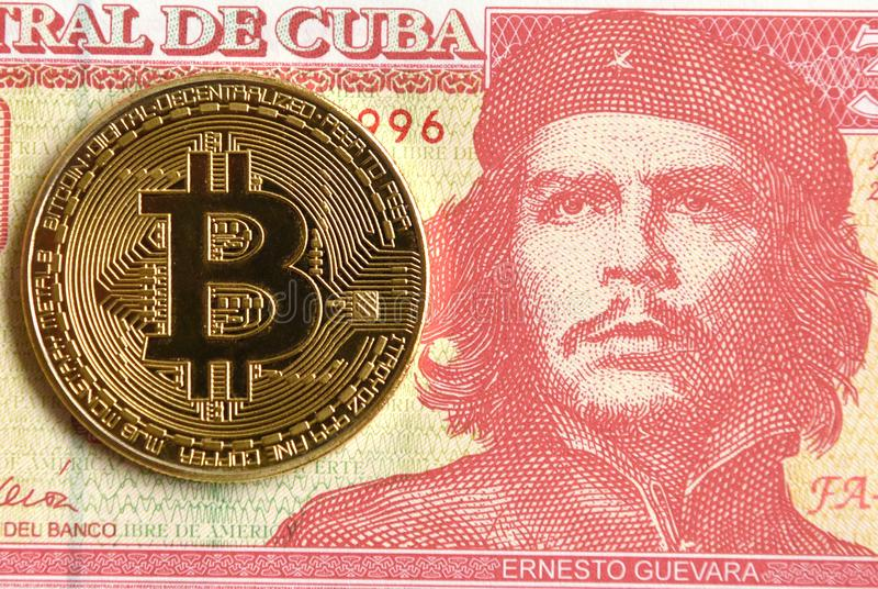 Cubaanse Peso met portret van Ernesto Che Guevara en Bitcoin mon stock foto's