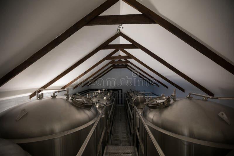 Cubas de acero en cervecería imagen de archivo libre de regalías