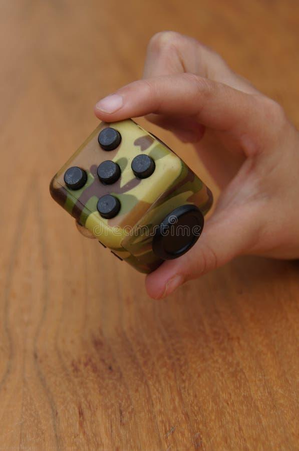 Cube en personne remuante photos stock